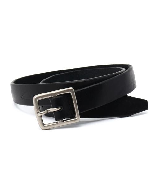 礼服の着こなしのルール5:【ベルト】革製の黒いベルトが基本