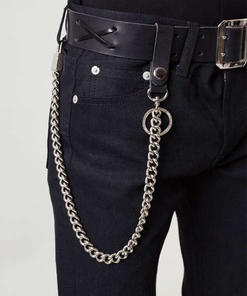 how to wear a wallet chain