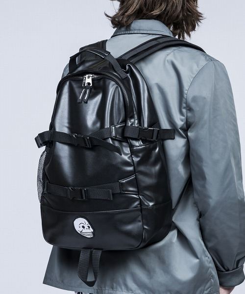 CHEAP MONDAY(チープマンデイ)の「Clasp pack(バックパック リュック)」 - WEAR 2060be6e08a