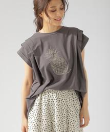 BAYFLOW(ベイフロー)のモチーフシシュウTシャツ(Tシャツ/カットソー)