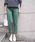 MARIEBELLE JEAN(マリベルジーン)の「MARIEBELLE JEAN スリムトラウザー サテンストレッチカラーパンツ BELLINI(ベリーニ)/33181002(スラックス)」|グリーン