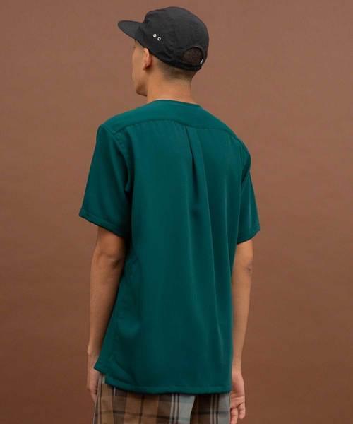 サテンショートスリーブノーカラーシャツ