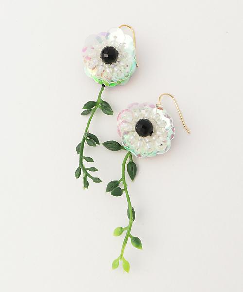 ulab.(ウラボ)の「【ulab.】Botanical 蔦の花 ピアス(ピアス(両耳用))」|ホワイト×グリーン