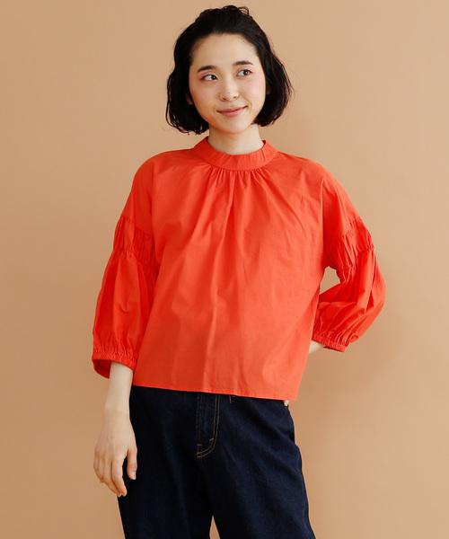 merlot(メルロー)の「スタンドカラーギャザーブラウス8322(シャツ/ブラウス)」 オレンジ