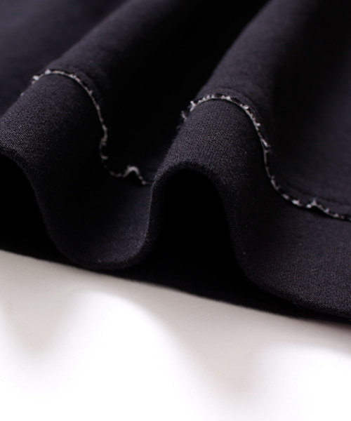 刺繍のモチーフ柄ショート丈カットソー
