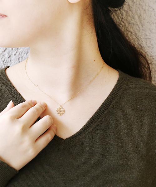 ANEMONE(アネモネ)の「ローズ透かしカットのネックレス[ジャルビジュー][C](ネックレス)」|ゴールド