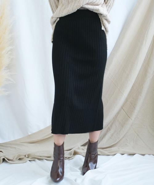 ANDJ(アンドジェイ)の「ハイウエストリブニットひざ丈スリットスカート(スカート)」 ブラック