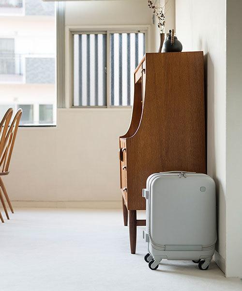 ±0(プラスマイナスゼロ)の「±0 スーツケース34L(スーツケース/キャリーバッグ)」|ライトグレー
