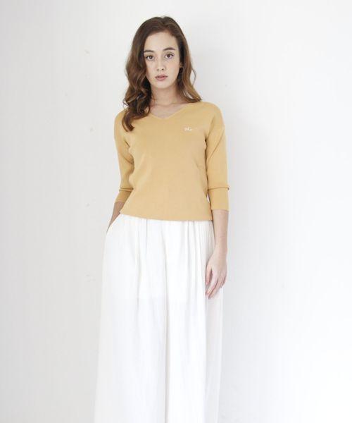 nina mew(ニーナミュウ)の「総針Vネックニット(Tシャツ/カットソー)」|イエロー
