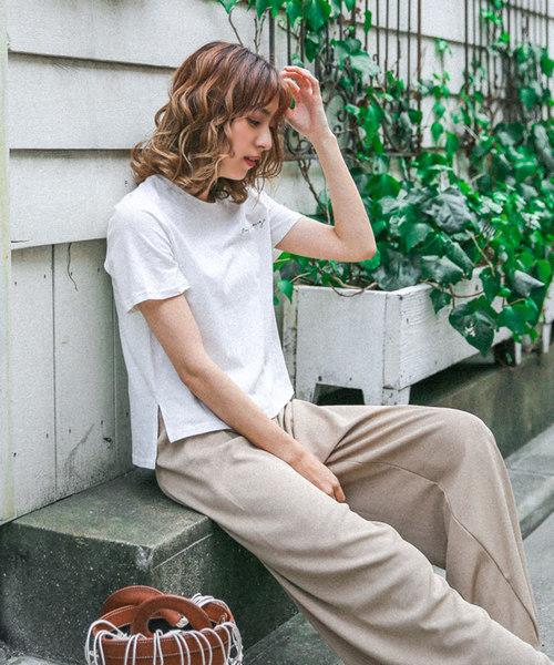 英字レタリングロゴTシャツ(コットンラウンドネックボックスシルエットTシャツ)