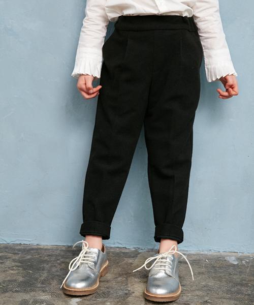 AZUL BY MOUSSY(アズールバイマウジー)の「ウエストゴムタックテーパードパンツ(パンツ)」|ブラック