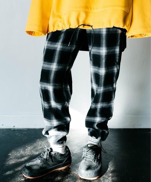 AIVER(アイバー)の「CASPER JOHN AIVER ドローコードチェックイージーパンツ(パンツ)」|ホワイト×ブラック