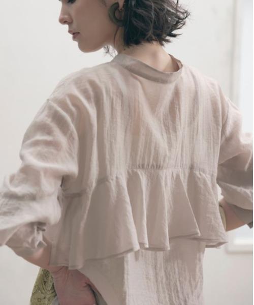 バックフリルシアーシャツ