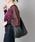 ear PAPILLONNER(イアパピヨネ)の「(WEB限定カラー:ピンクゴールド)薄マチ スリム レザーA4ショルダーバッグ《ぺったんワンハンドルショルダーバッグ-S》(トートバッグ)」|ブラック