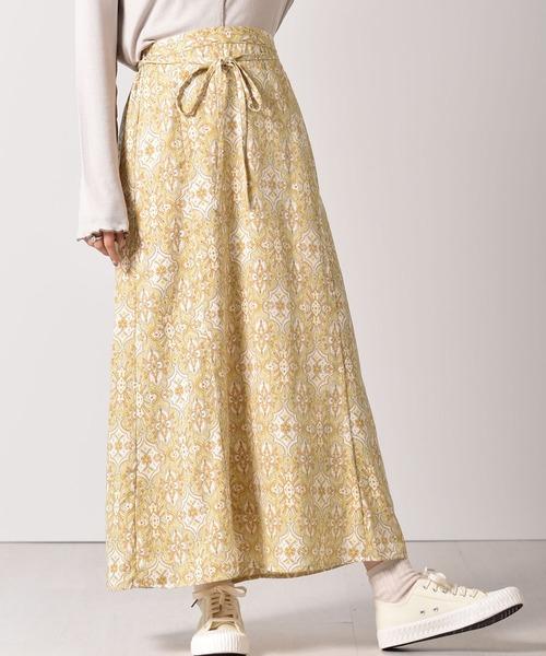 アラベスク柄スカート