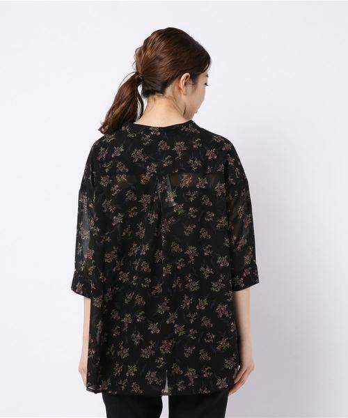 7分袖花柄とろみスキッパーシャツ