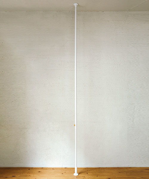 I.D.E.A international(イデアインターナショナル)の「DRAW A LINE 003 Tension Rod C(収納グッズ)」 ホワイト
