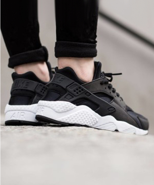 CHAPTER WORLD PREMIUM(チャプターワールドプレミアム)の「NIKE WMNS AIR HUARACHE RUN (BLACK/BLACK-WHITE) (17SP) 【SP】(スニーカー)」|ブラック