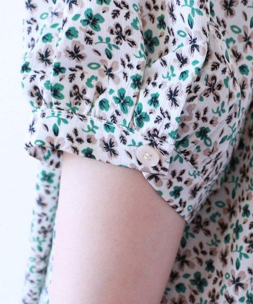 肩ボタン花柄スタンドネック半袖ブラウス
