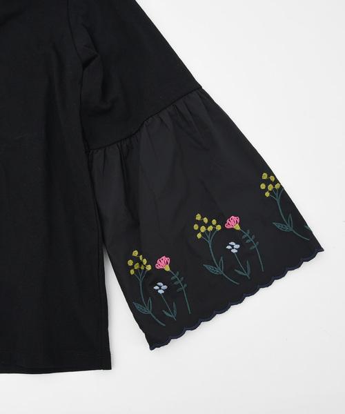 フラワー刺繍ベル袖トップス