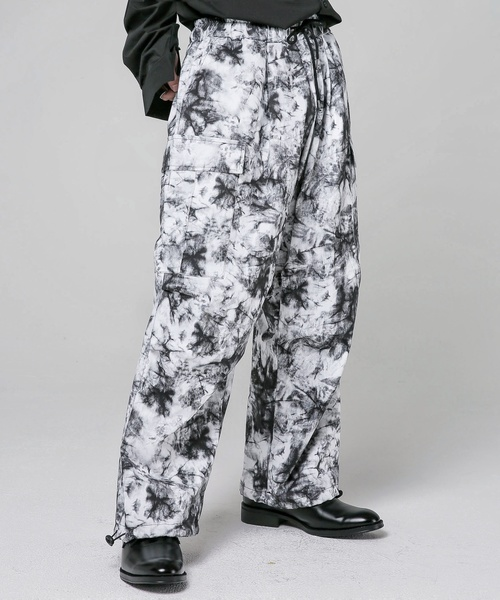 FEKETE(フェケテ)の「FEKETE TIE-DYE OVER WORK WIDE PANTS(カーゴパンツ)」|グレー