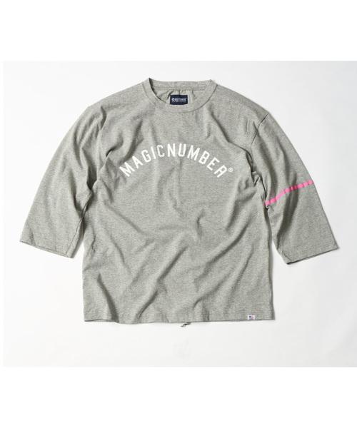 MAGIC NUMBER(マジック ナンバー)の「US COTTON PRINT 3/4 SLEEVE TEE(Tシャツ/カットソー)」 ヘザーグレー