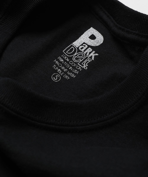 Park Deli/パークデリ Astrid Script Tシャツ