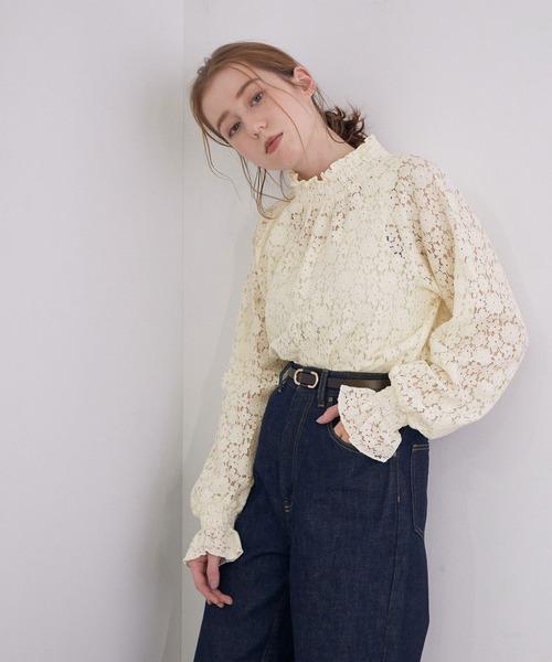 ROPE' mademoiselle(ロペマドモアゼル)の「【インナー付き】シャーリングレースブラウス&キャミソールセット(シャツ/ブラウス)」 ホワイト