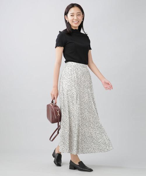 ドットスカート×黒Tシャツコーデ