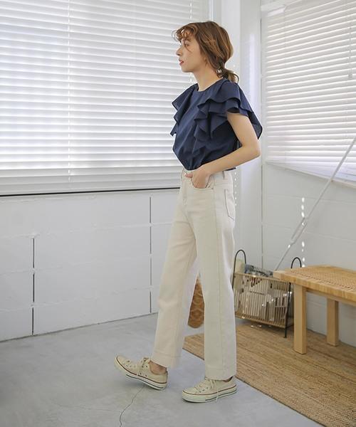 【新色登場】【再入荷】ボリューム立体肩フリルコットン100%後ろ1ボタン裾ラウンドカットノースリーブブラウス