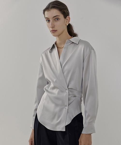 【UNSPOKEN】Satin-like cache-cœur shirt UC21S030