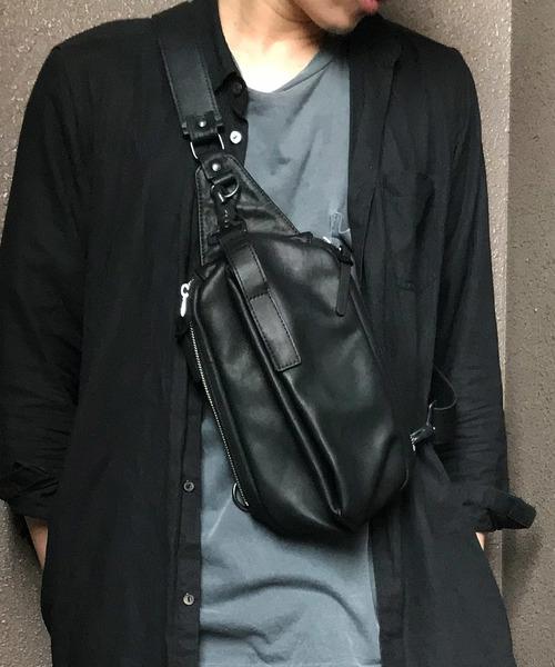DECADE(ディケイド)の「グリッドカウレザー・ショルダーボディバッグDECADE(No-01087) Grid Cow Leather Shoulder Body Bag(ボディバッグ/ウエストポーチ)」|ブラック