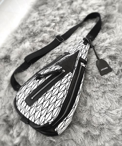 DECADE(ディケイド)の「立体プリントボディワンショルダーバッグDECADE (No-01102) / Solid Graphic Print Canvas Shoulder body Bag(ショルダーバッグ)」|ホワイト