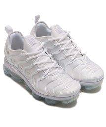 NIKE(ナイキ)のNIKE AIR VAPORMAX PLUS (WHITE/WHITE-PURE PLATINUM)【SP】(スニーカー)