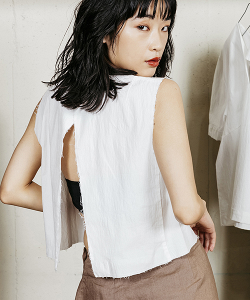 【MINELAL】Typewriter back point sleeveless blouse