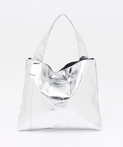 PATRICK STEPHAN(パトリックステファン)の「Leather shoulder bag 'simple' metallique ショルダーバッグ(ショルダーバッグ)」 シルバー