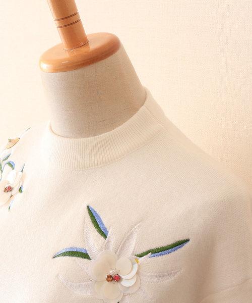 花刺繍とビジューのニットトップス