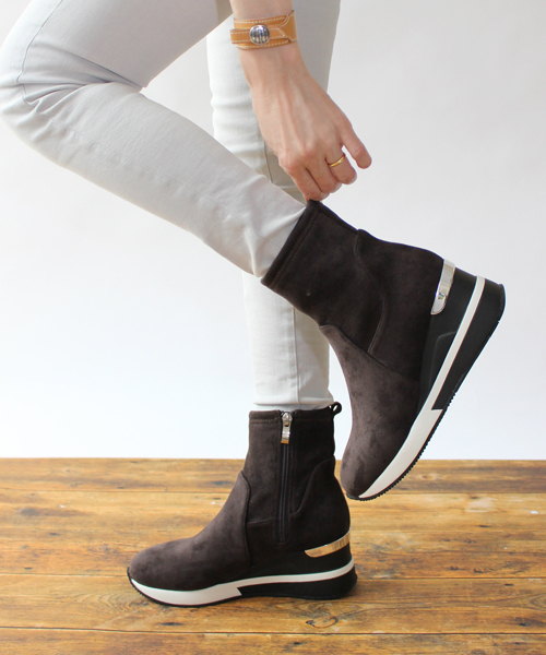 Fin(フィン)の「ストレッチスニーカーブーツ【軽量】(ブーツ)」 グレー