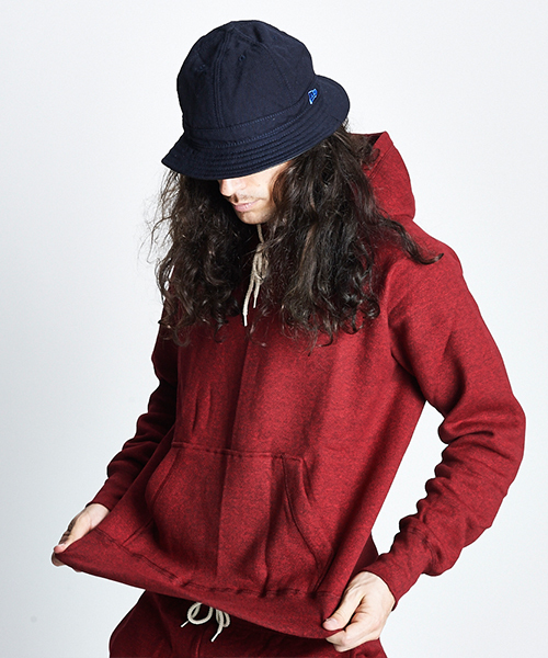 gym master(ジムマスター)の「Sweat raglan pull  over hooded  (made in CANADA)(パーカー)」|レッド