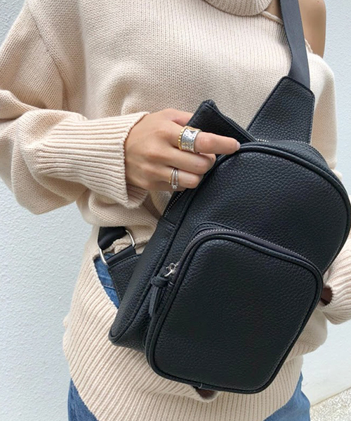 AM  genderless shoulder bag