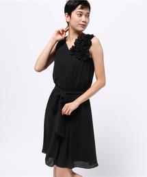 Luxe brille(リュクスブリエ)のフラワーコサージュ&サッシュベルト付きAラインフレアーワンピース(ドレス)