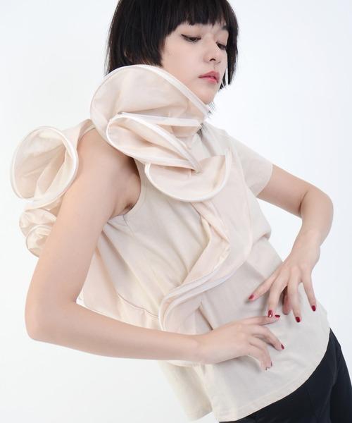 Narcissus(ナルシス)の「【cheap!!by vaNite】コサージュTシャツ(Tシャツ/カットソー)」|ベージュ
