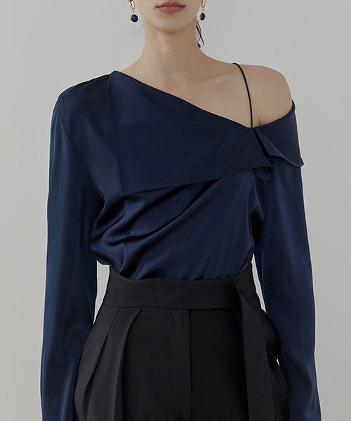 【UNSPOKEN】Asymmetry lapel blouse UC21S012