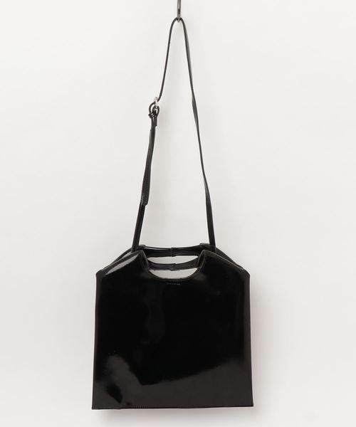 cheek(チーク)の「エナメルBAG(ショルダーバッグ)」|ブラック