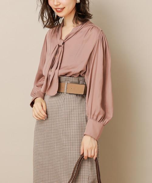 natural couture(ナチュラルクチュール)の「とろみサテン大人のボウタイブラウス(シャツ/ブラウス)」|ピンク