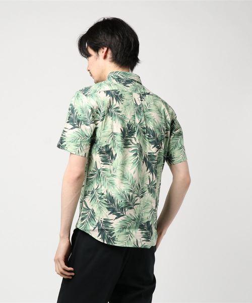 半袖ボタニカル柄シャツ