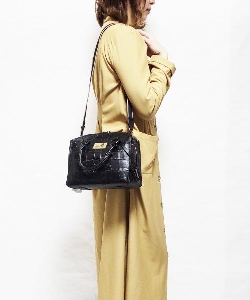 CRYSTAL BALL(クリスタルボール)の「Cow leather Carre bag(ハンドバッグ)」|ブラック