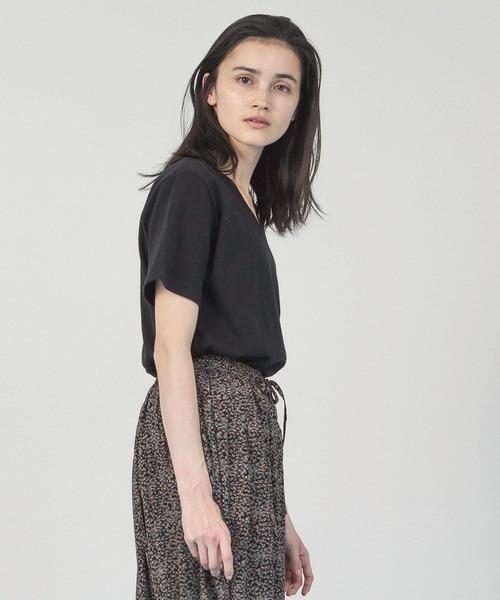 Allumer(アリュメール)の「ベルギーリネンVネックTシャツ(Tシャツ/カットソー)」|ブラック