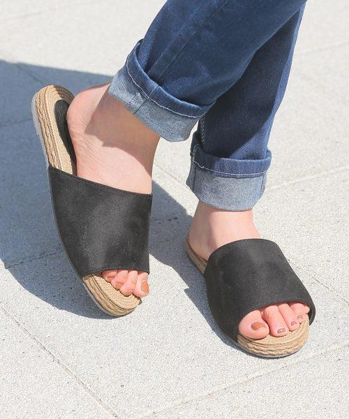 BASE(ベース)の「軽くて歩きやすい夏の定番フラットサンダル(サンダル)」|ブラック