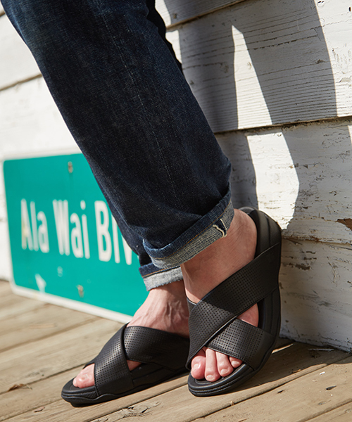16cddd76f fitflop(フィットフロップ)の「△SURFER SLIDE IN PERFORATED LEATHER サーファスライド